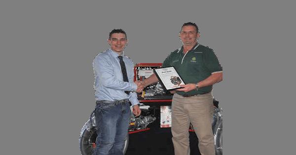 Aussie Pump's Eddie Galea congratulates Ace Ohlsson Owner, Ian Downey, on his new Aussie Gold Distributorship.